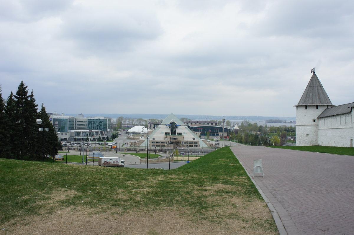 Юго-Западная башня - вид с площади 1 Мая - Елена Павлова (Смолова)