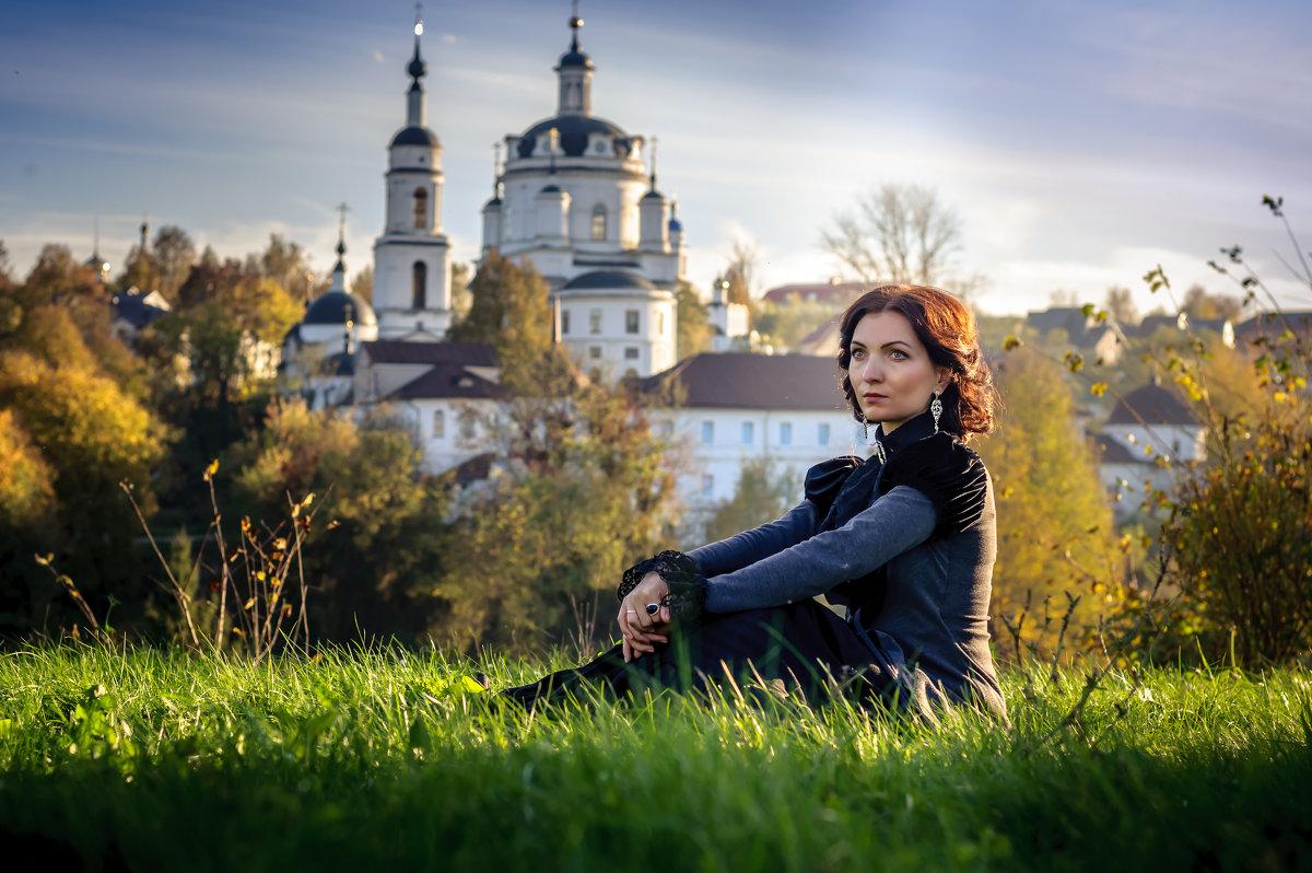 На фоне монастыря. - Алексей Ковынев