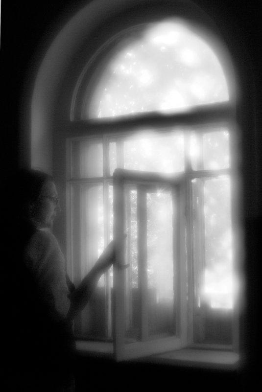 """""""Я давно предчувствовала этот светлый день и опустелый дом."""" - galina bronnikova"""