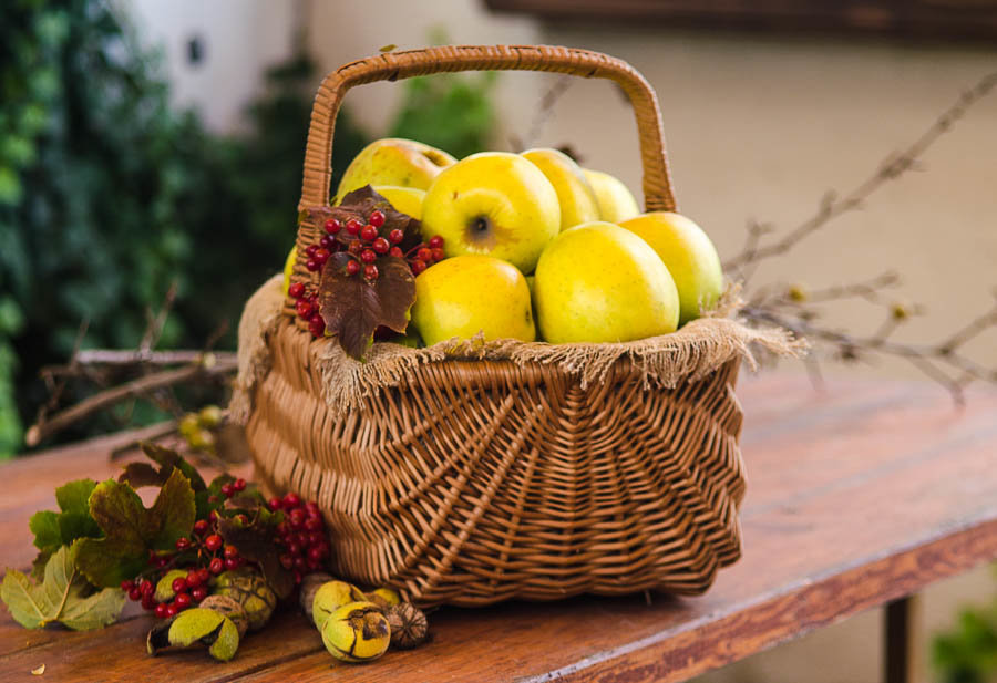 корзина с яблоками. - ния