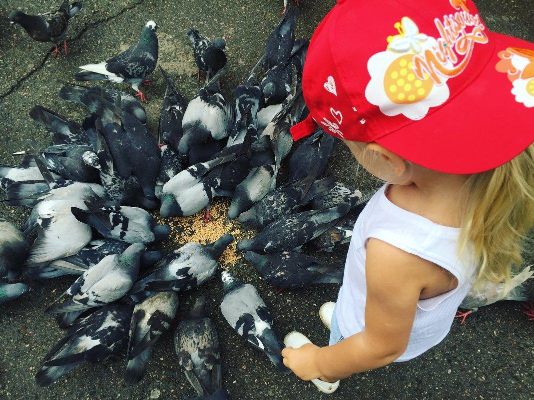 Девочка с голубями - Наташа Федорова