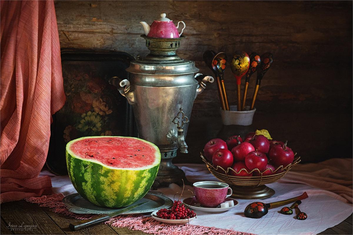 Деревенский натюрморт с арбузом и яблоками - Ирина Лепнёва
