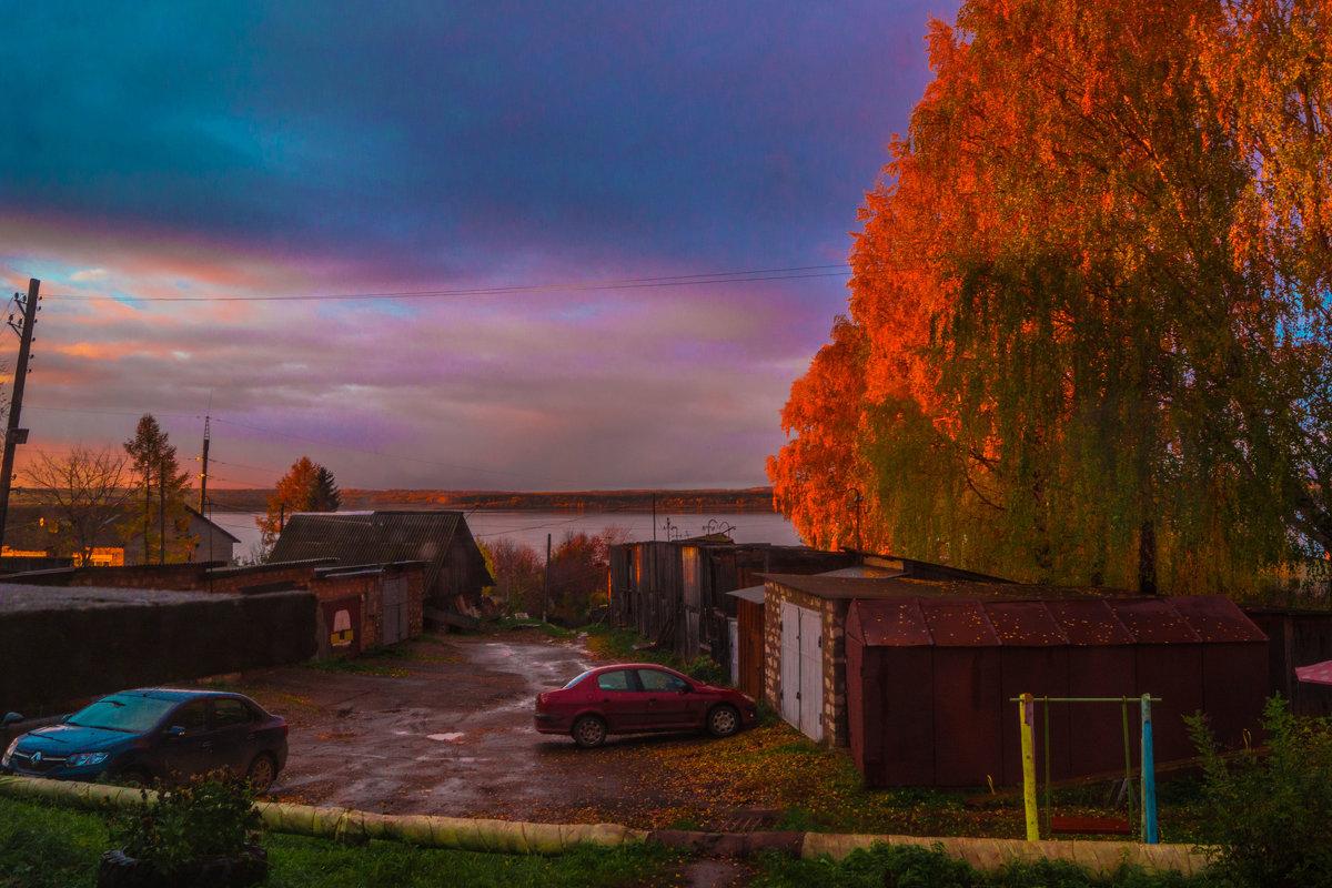 Сентябрьским вечером (вид из окна) - Валерий Симонов