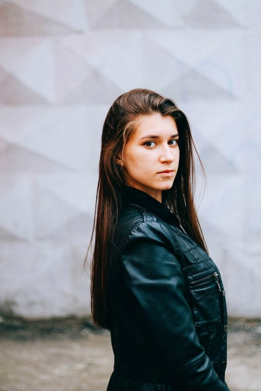 Девушка в кожанке - Диана Кириченко