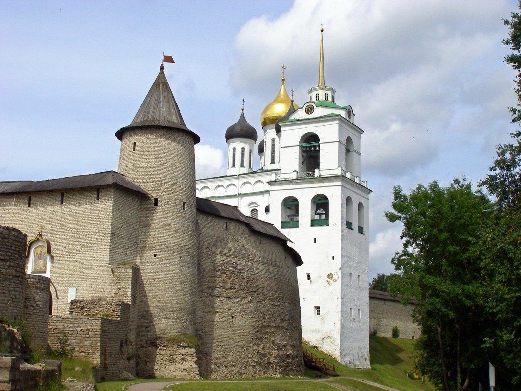 Крепость и Троицкий собор - Людмила Алексеева