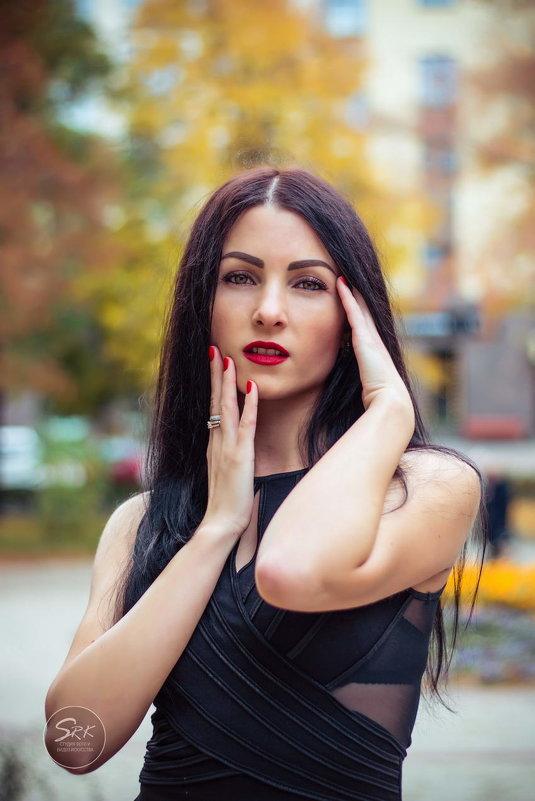 Autumn on the streets - осень на улицах города. Фотограф в Белгороде. - Руслан Кокорев