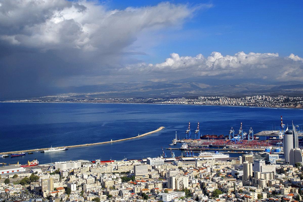Израиль. Гроза идет на Хайфу. Вид с горы Кармель - Андрей Левин