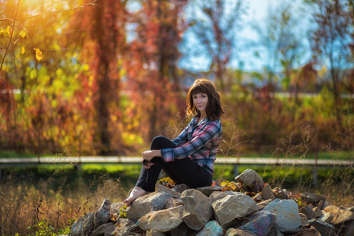Девушка на камнях - Сергей