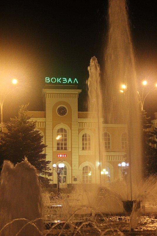 А фонтану не   холодно ! - Виталий Селиванов