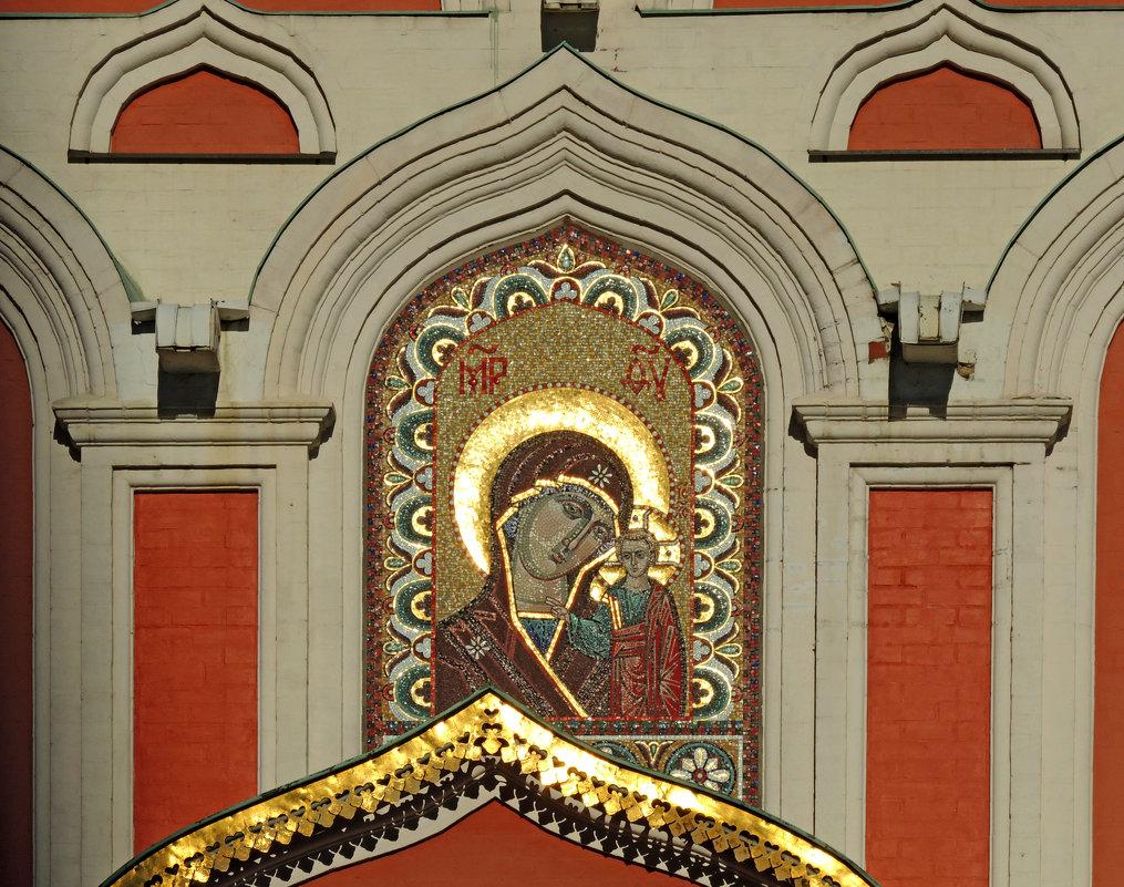 Мозаичный храмовый образ над входом в Казанский собор. - Александр Качалин