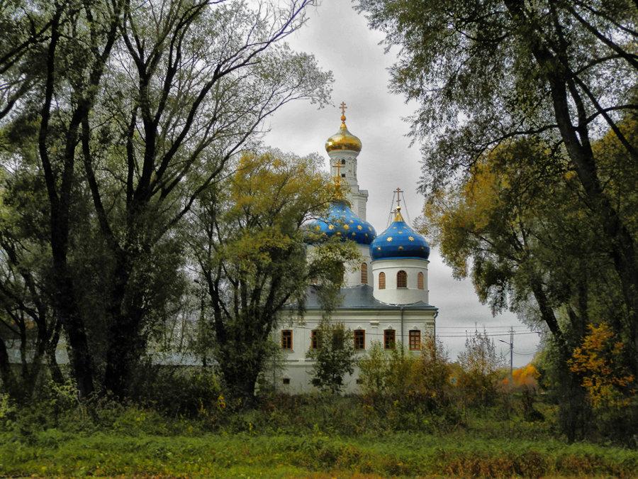 Осенняя прогулка у стен монастыря 2 - Павел