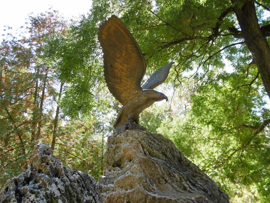 Кисловодск. Орел на Лермонтовской площадке - татьяна