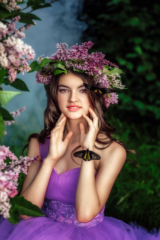 Красивая девушка и сирень - Ольга Невская