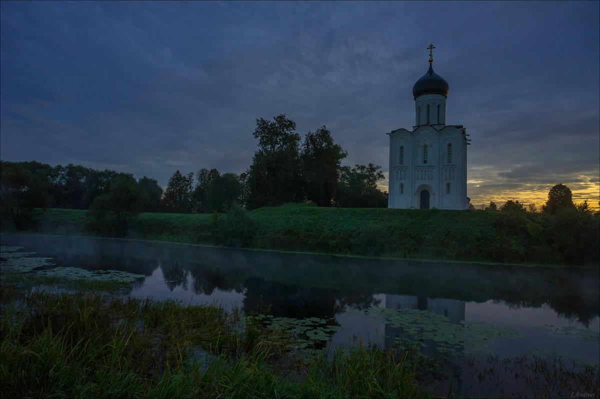 Церковь Покрова на Нерли в сентябрьский рассвет. - Igor Andreev