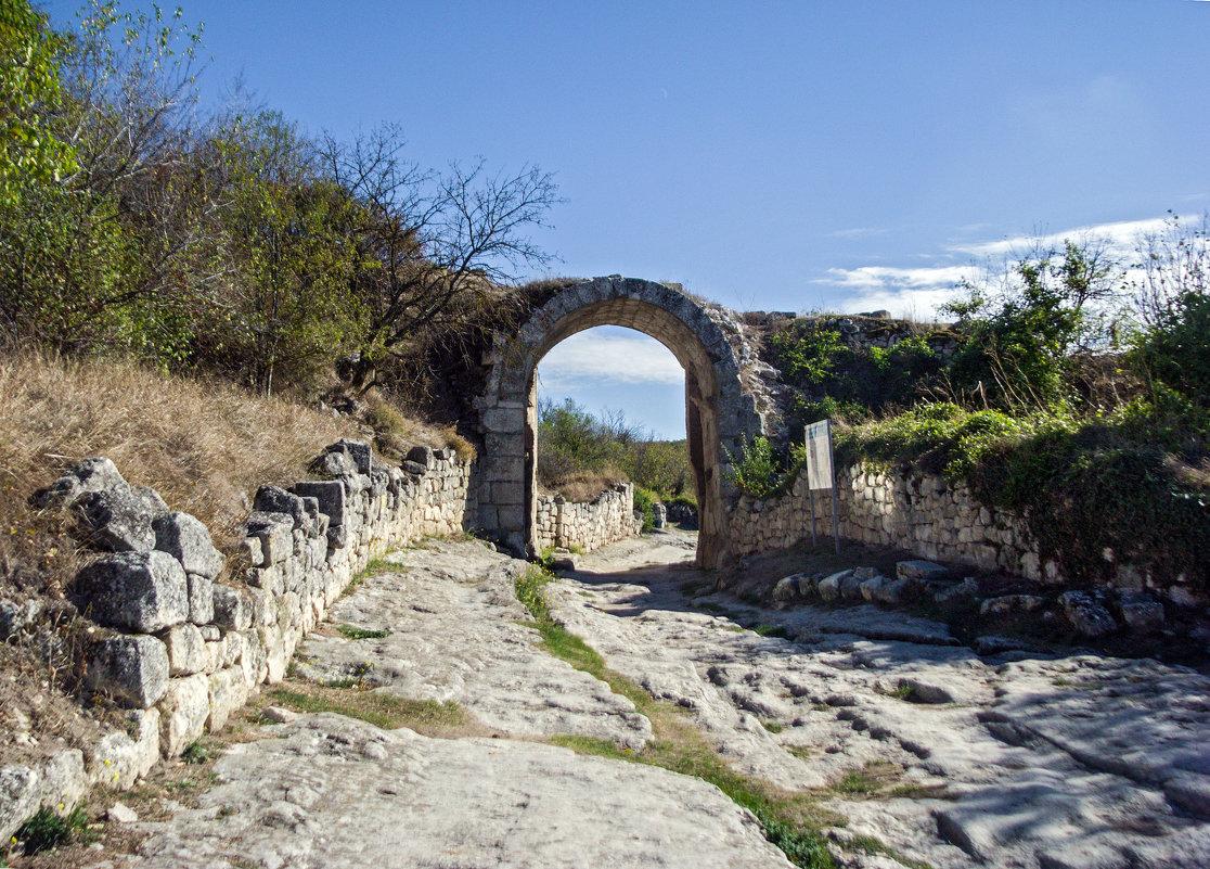 Арочные ворота Чуфут-Кале - Варвара