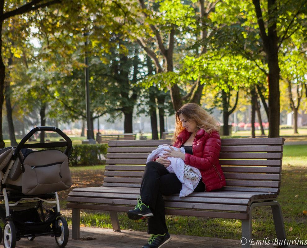 Мама и дочка - Эммль Buturlin