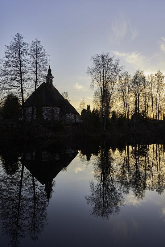 Старая церковь - Андрей Ногтев