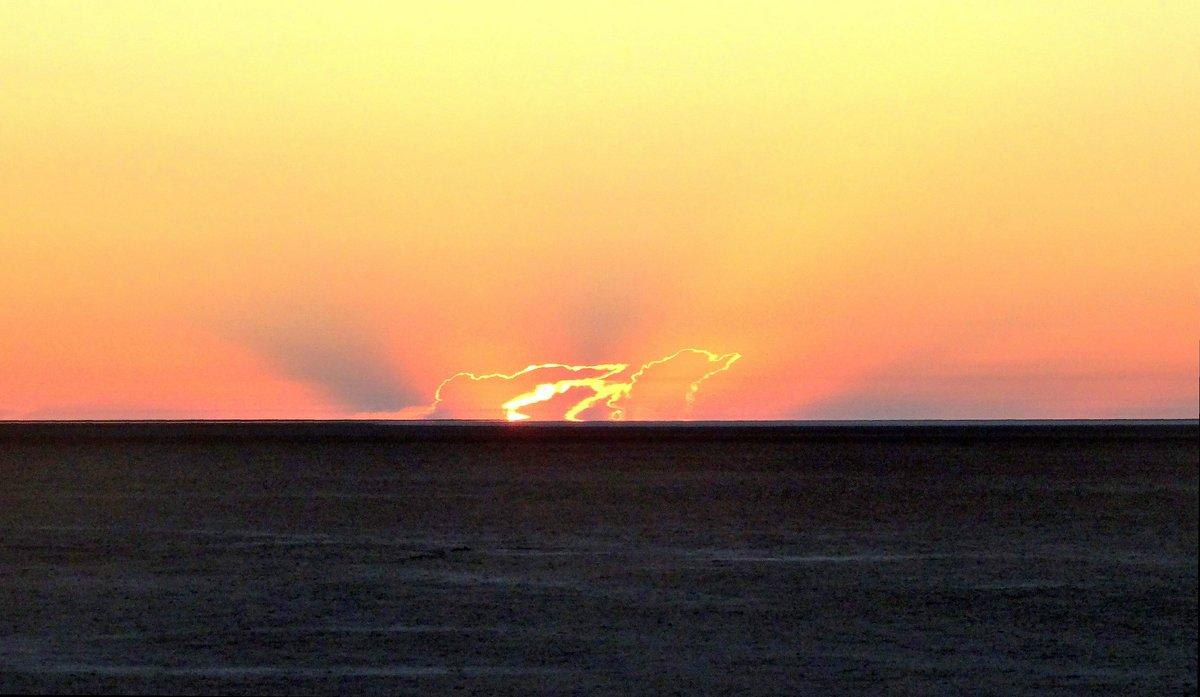 Восход солнца в Сахаре. - Чария Зоя