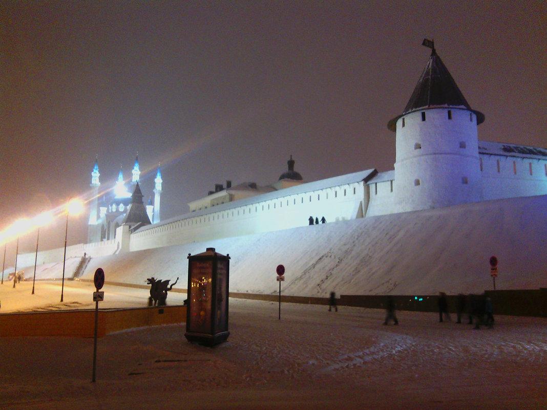 Казанский кремль зимней ночью. - Сергей