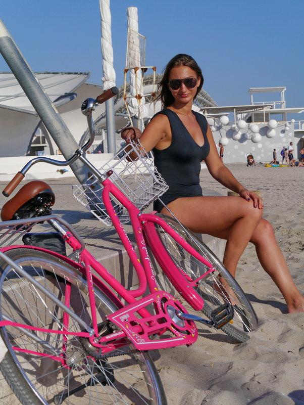 девушка и велосипед - Андрей Козлов