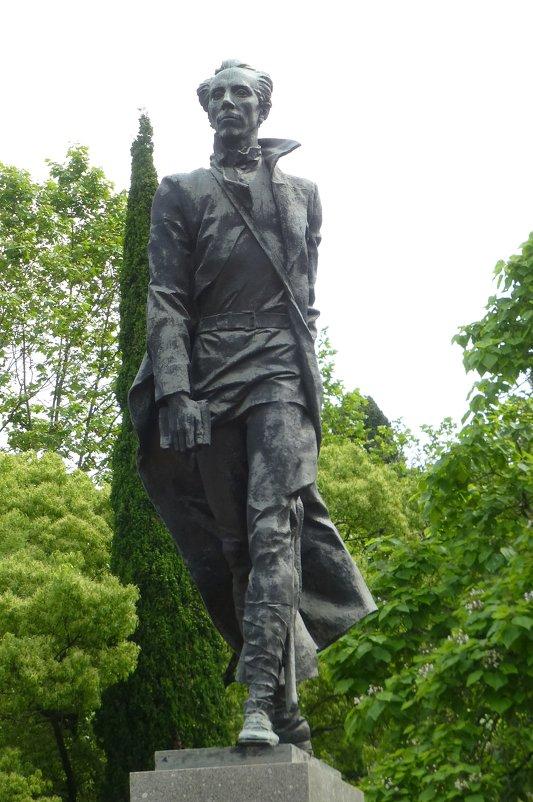 Памятник Н.А. Островскому в Сочи. - Наиля