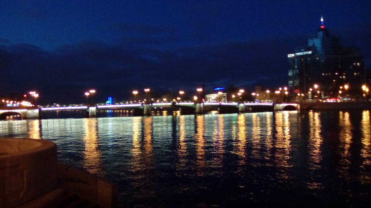 Один из мостов через Неву вечером. (Санкт-Петербург). - Светлана Калмыкова