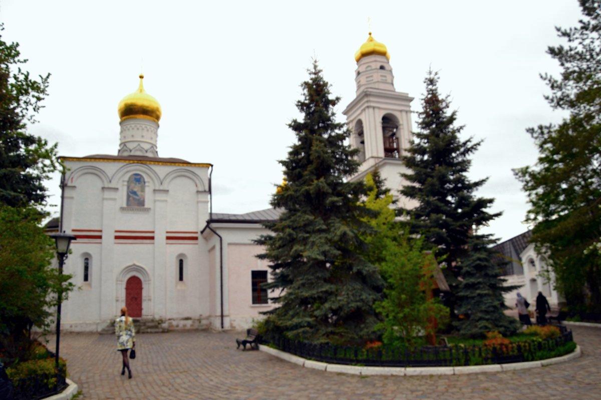 Храм Рождества Пресвятой Богородицы в Старом Симонове. Основан в 1370 году Здесь похоронены Пересвет - Владимир Болдырев