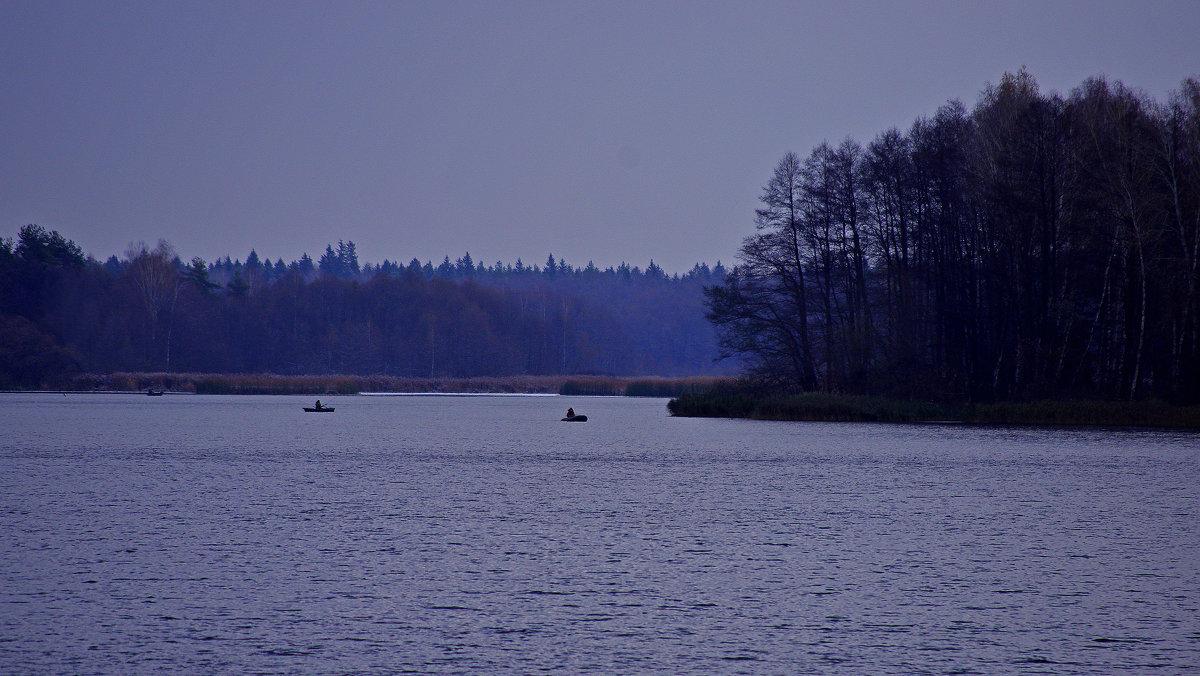 Озеро в Белых берегах. Рыбаки - Дубовцев Евгений