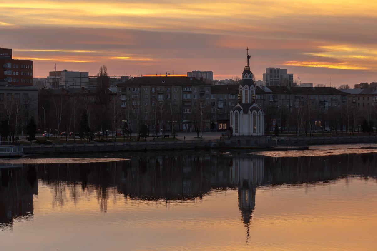 С крестом в руках - Artem Zelenyuk