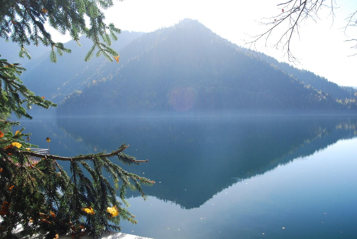 Озеро Рица. Осень. - Нелли *