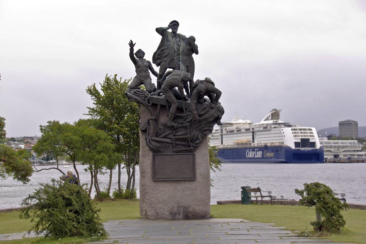 "Памятник норвежскому ""Макарову"" - Александр Рябчиков"