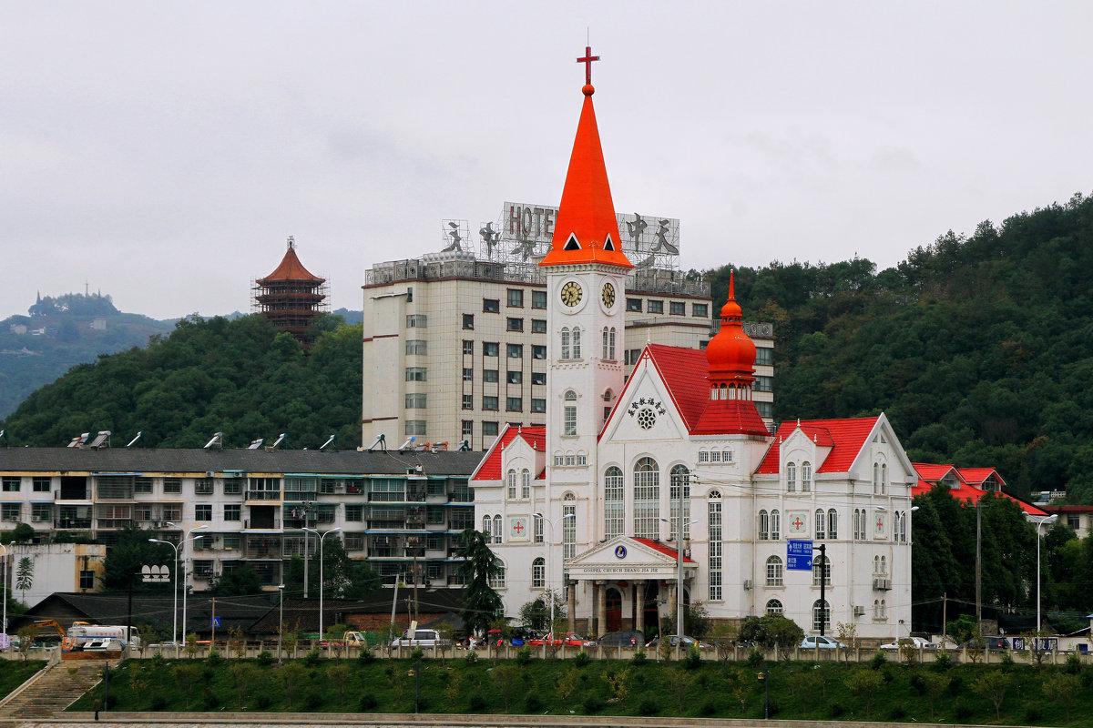 Христианский храм в Чжанцзяцзе. - Николай Карандашев