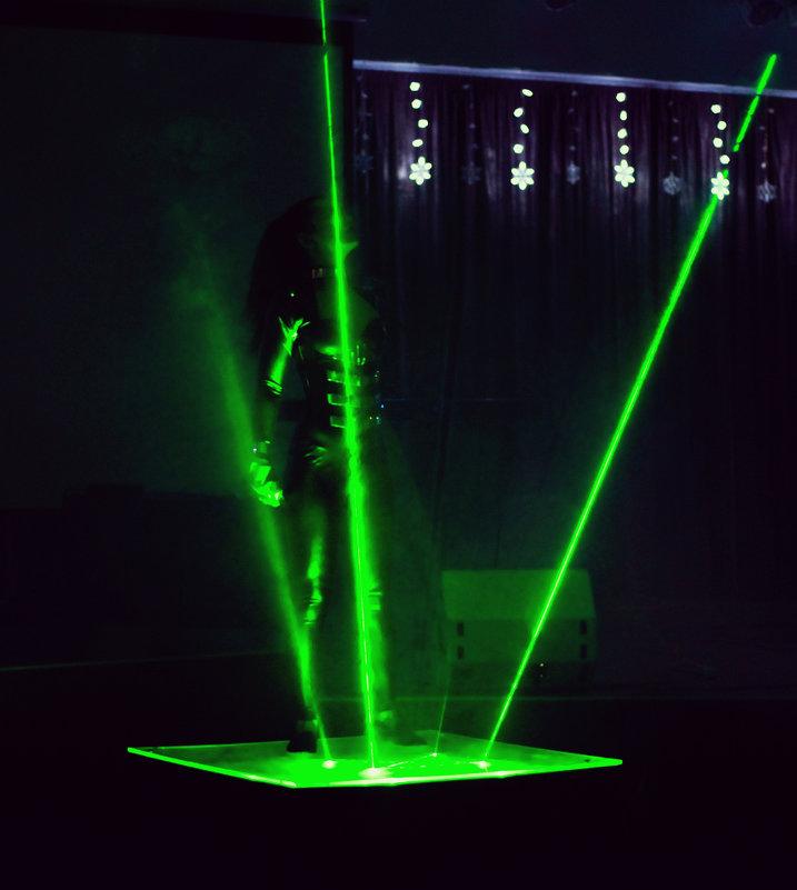 Laser show - Кристина Кеннетт