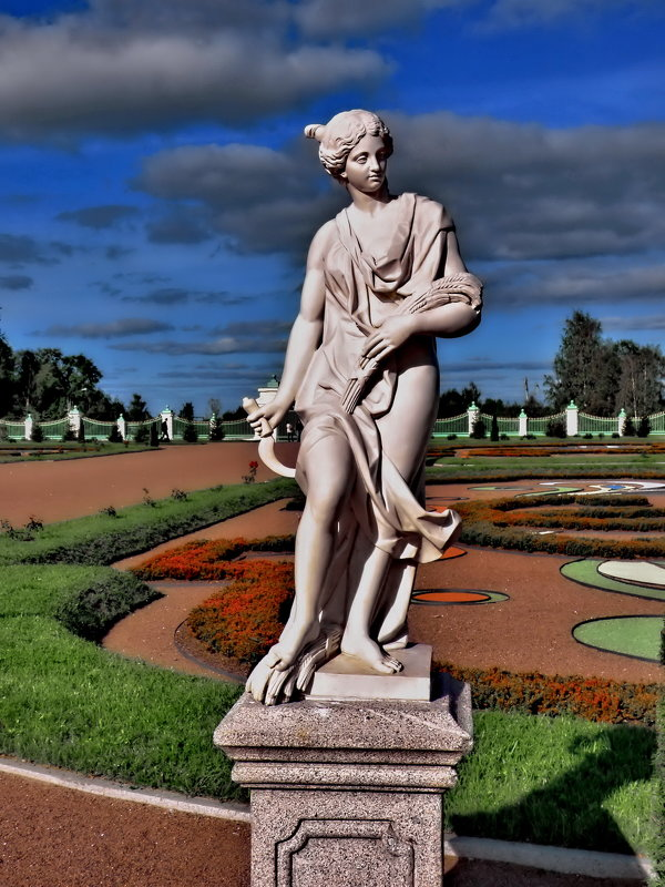 "Скульптура ""Лето"", нижний парк Ломоносовского дворца. - Владимир Ильич Батарин"