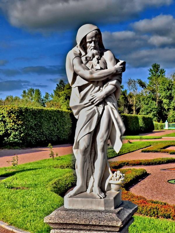 "Скульптура ""Зима"" в нижнем парке Ломоносова.. - Владимир Ильич Батарин"