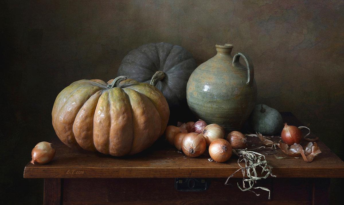 Классический натюрморт с тыквами и вязанкой лука - Елена Татульян