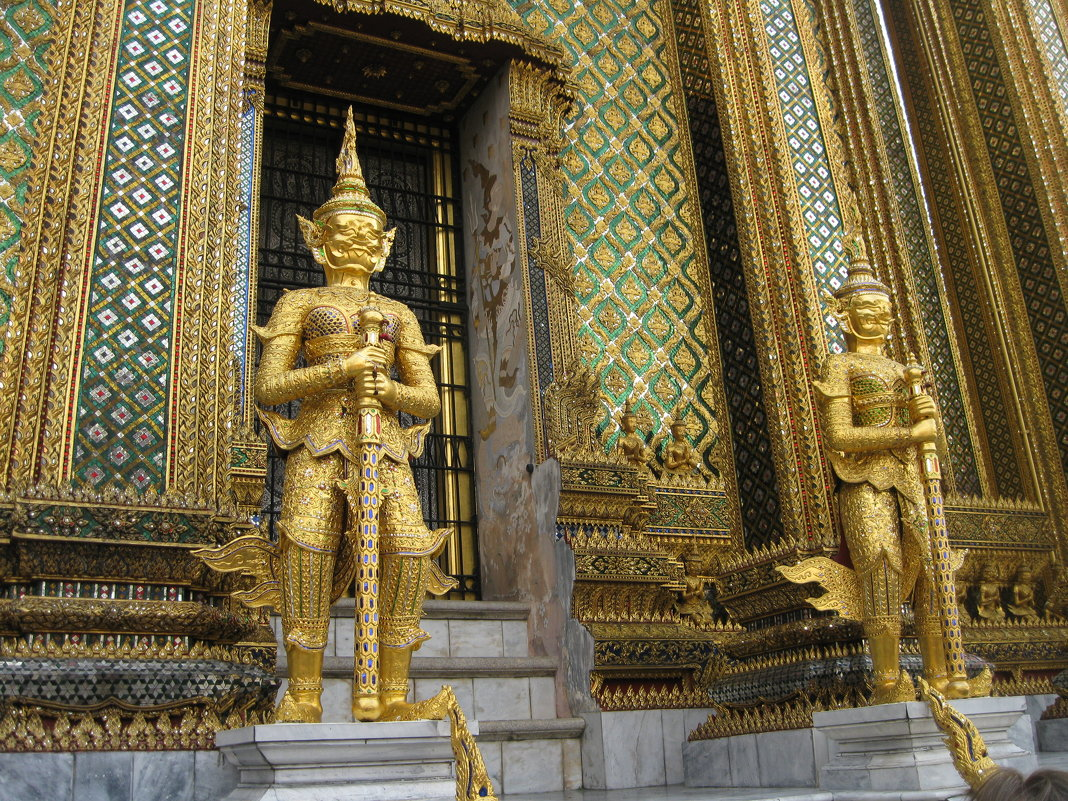 Бангкок. Уникальная мозаика храма Изумрудного Будды. - Лариса (Phinikia) Двойникова
