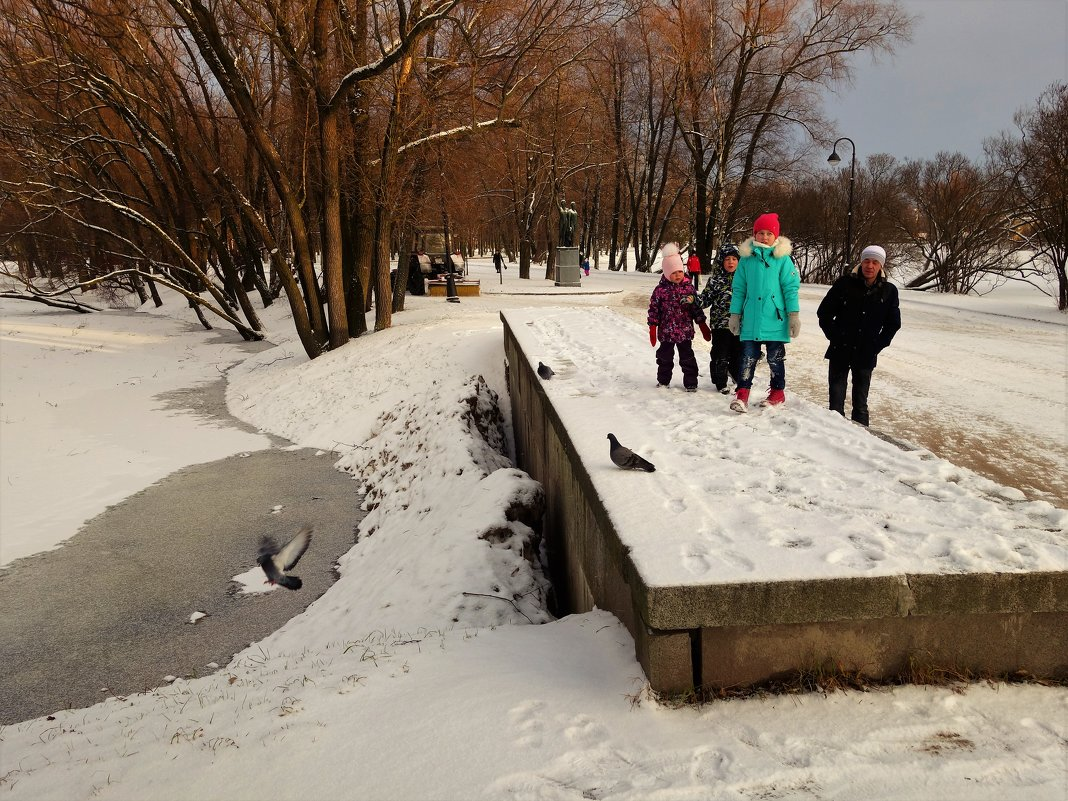 Ребятишки у зимнего пруда... - Sergey Gordoff