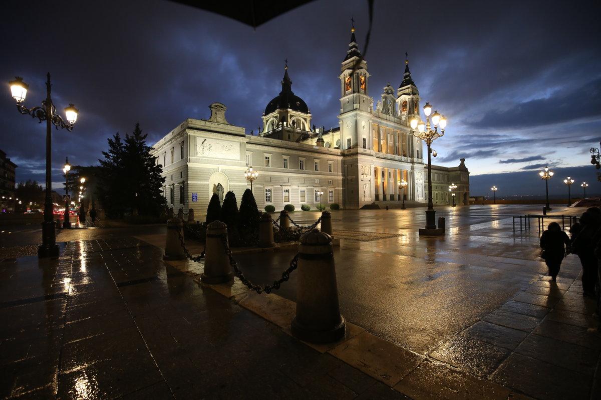 Дождливый вечер в Мадриде - Александр Бритшев