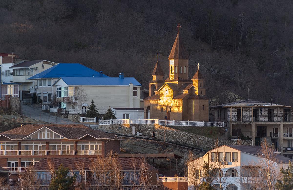 Армянская церковь в нашей деревне - Александр Земляной