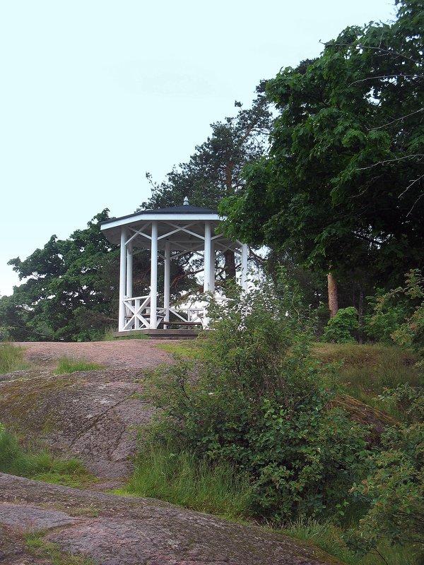 В парке Монрепо. Чайная беседка (2002 г.) - Елена Павлова (Смолова)