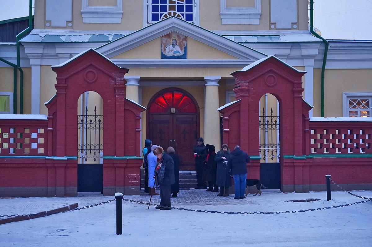 Утро воскресного дня, у ворот храма - Екатерина Торганская