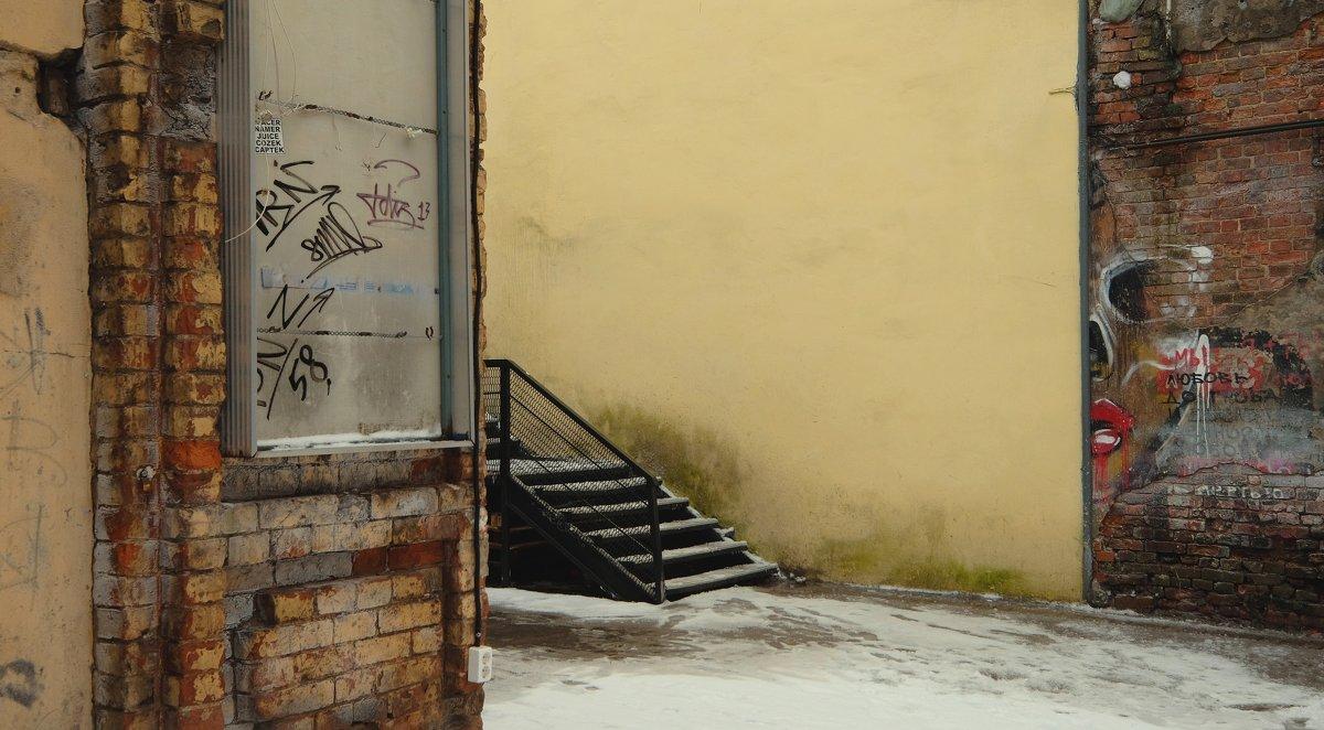 Прогуливаясь питерскими дворами вокруг Спаса На Крови - Виктор | Индеец Острие Бревна