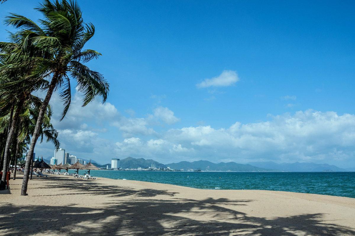 23 сентября море во вьетнаме не самое чистое вода мутная из-за постоянного волнения и почти всегда дует ветер особенно в муйне, поэтому эти места и облюбовали серферы.