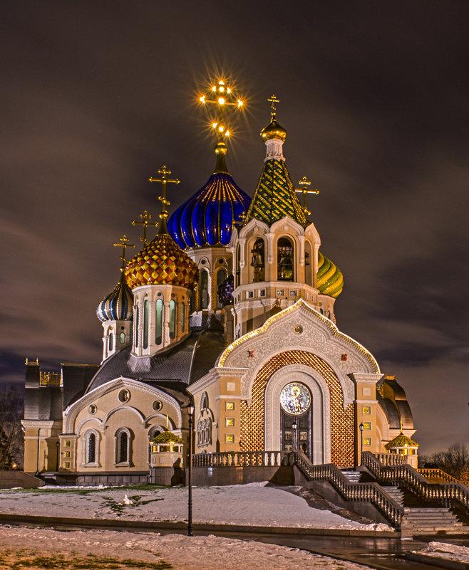 Храм князя Игоря Черниговского в Переделкино...Москва. - Олег Савин
