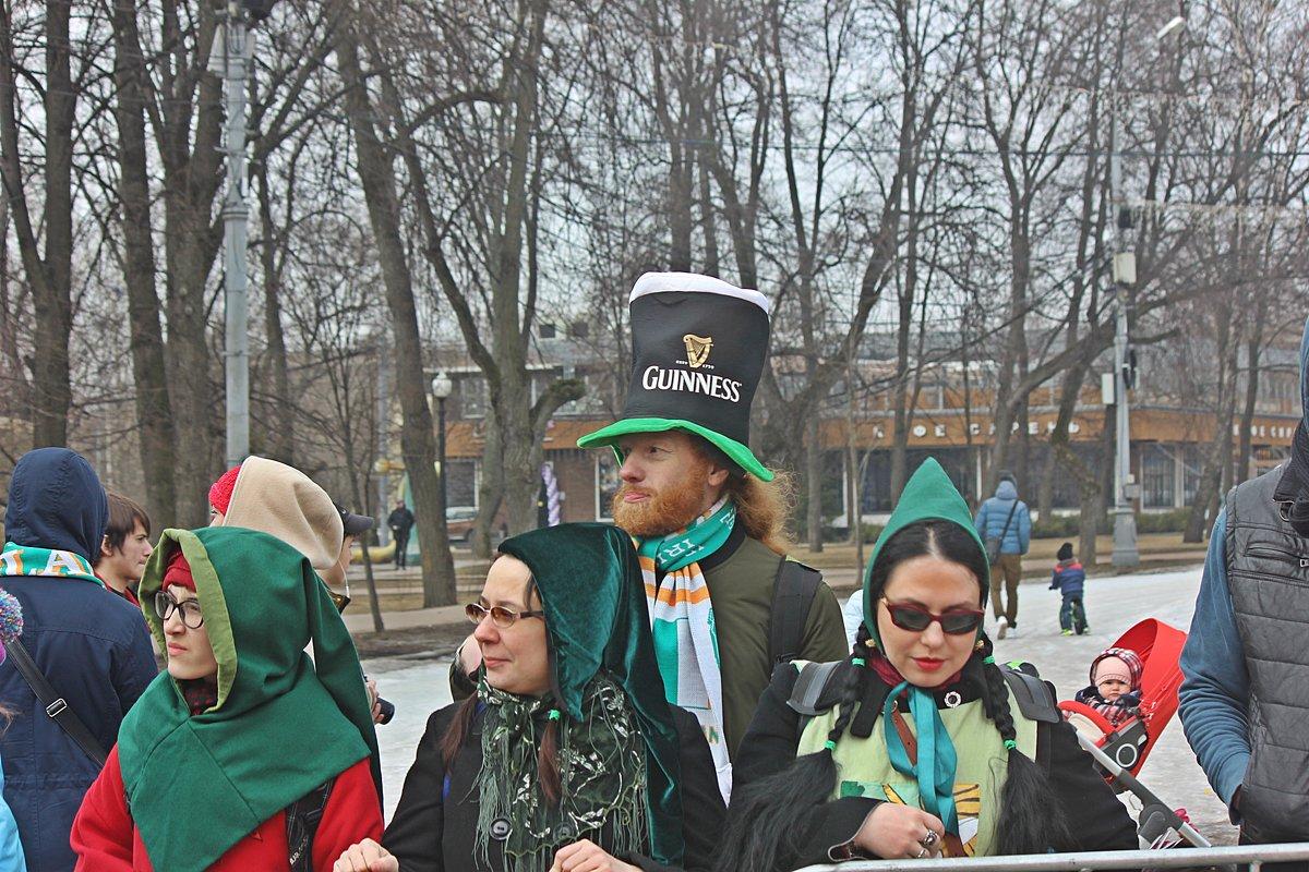 В  ожидании начала праздника. - Виталий Селиванов