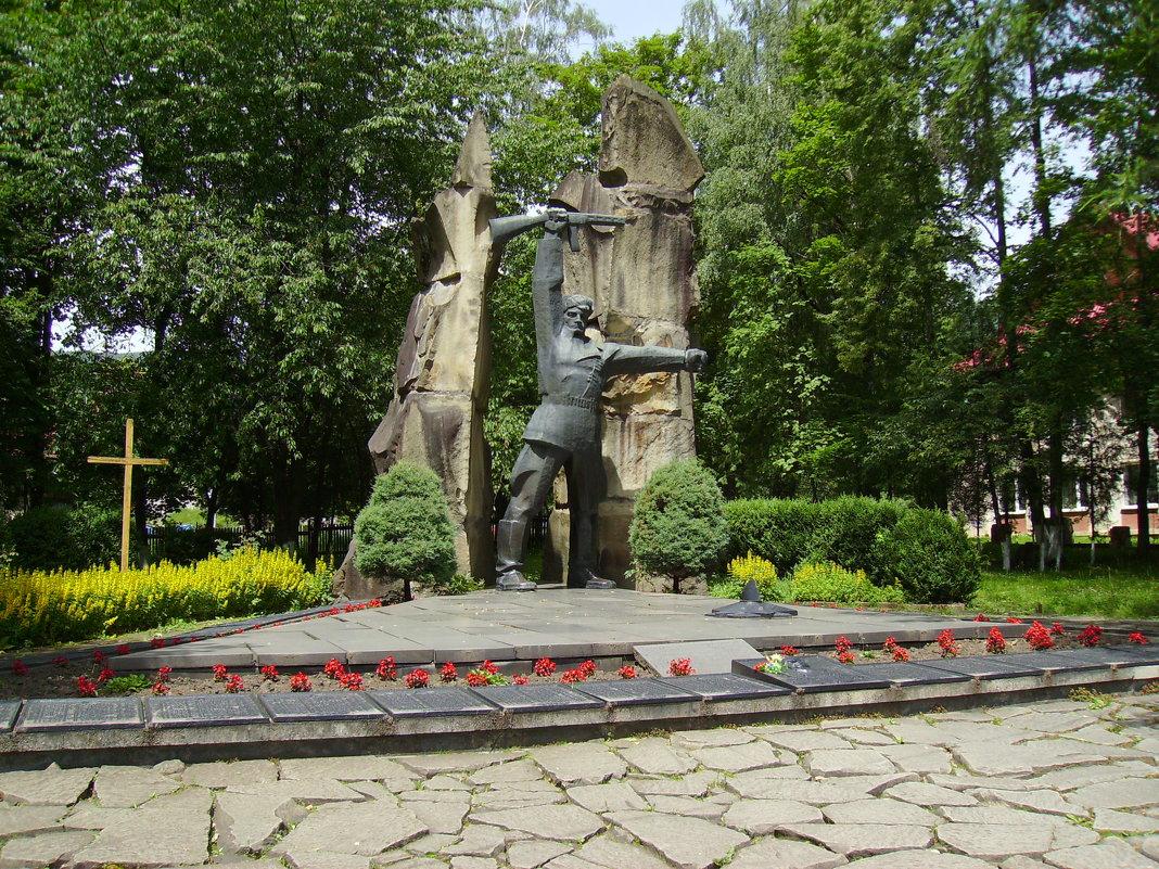 Памятник  советским  воинам  в  Яремче - Андрей  Васильевич Коляскин