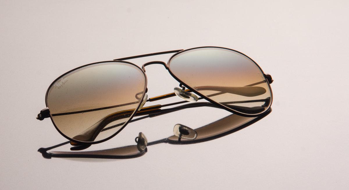 натюрморт с очками - Лада