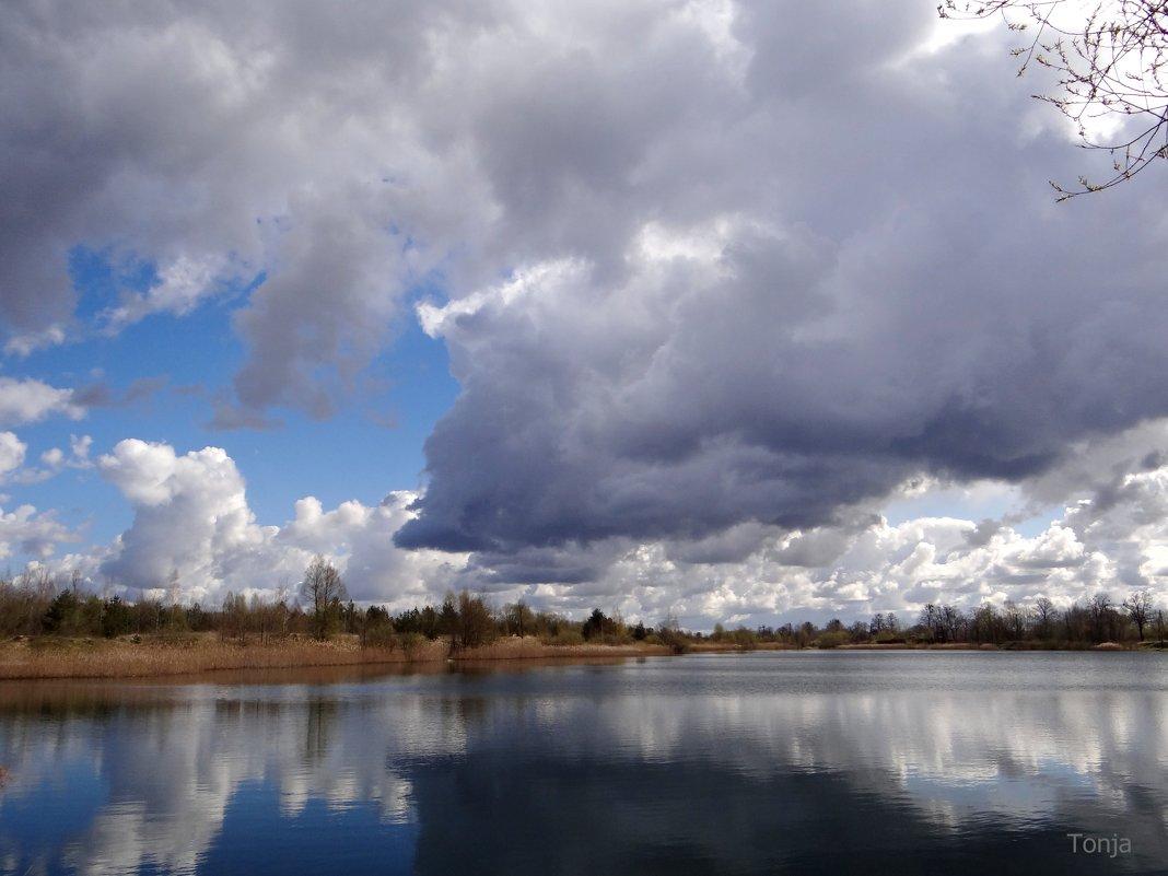 Облачка над водой.. - Антонина Гугаева