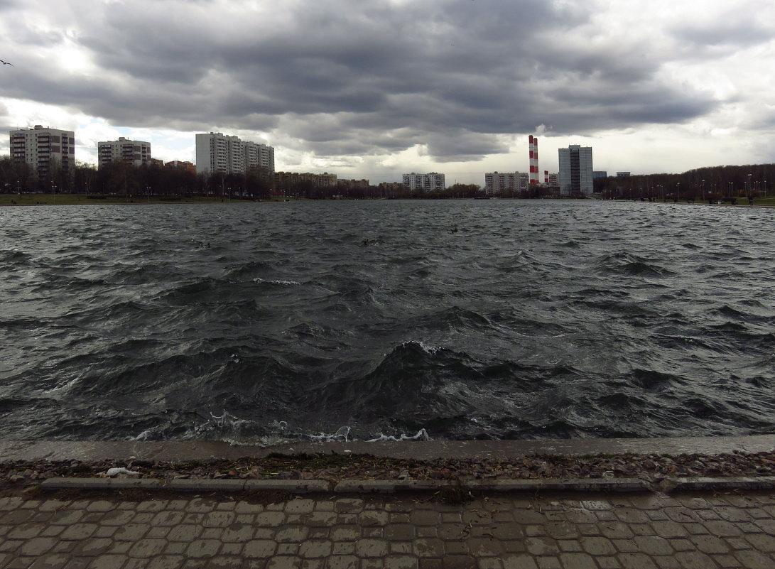 Апрель - это слегка октябрь - Андрей Лукьянов